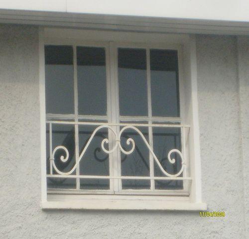Fenster mit gitter w rmed mmung der w nde malerei - Gitter fenster einbruchschutz ...